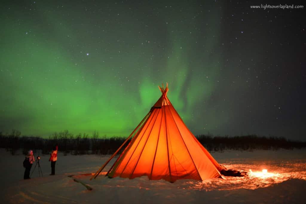 Abb.: Polarlichter über dem Abisko National Park in Sweden, von Chad Blakley