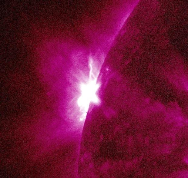 Solarer Flare der Stärke M 2.2 um 12:53 Uhr