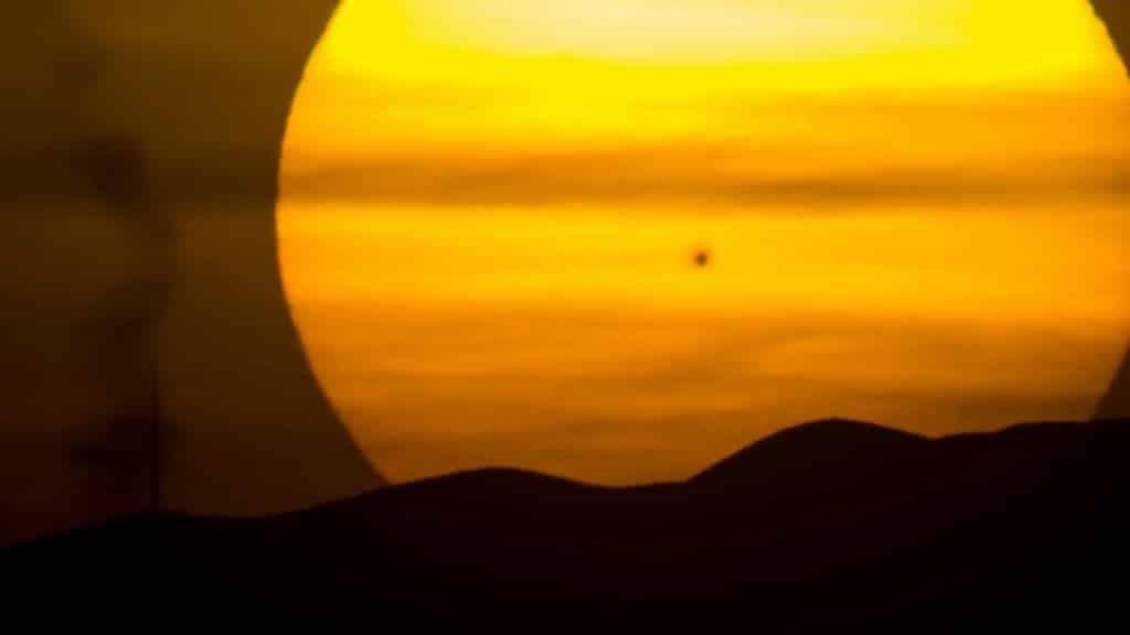 Experten: Da die Sonnenaktivität in diesem Winter schwach sei, sei mit einem Jahrhundertwinter zu rechnen.