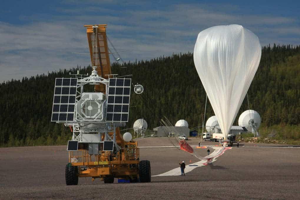 Das Sonnenobservatorium Sunrise wird von einem Heliumballon auf eine Flughöhe von mehr als 35 Kilometern getragen. © MPS (S. Solanki)