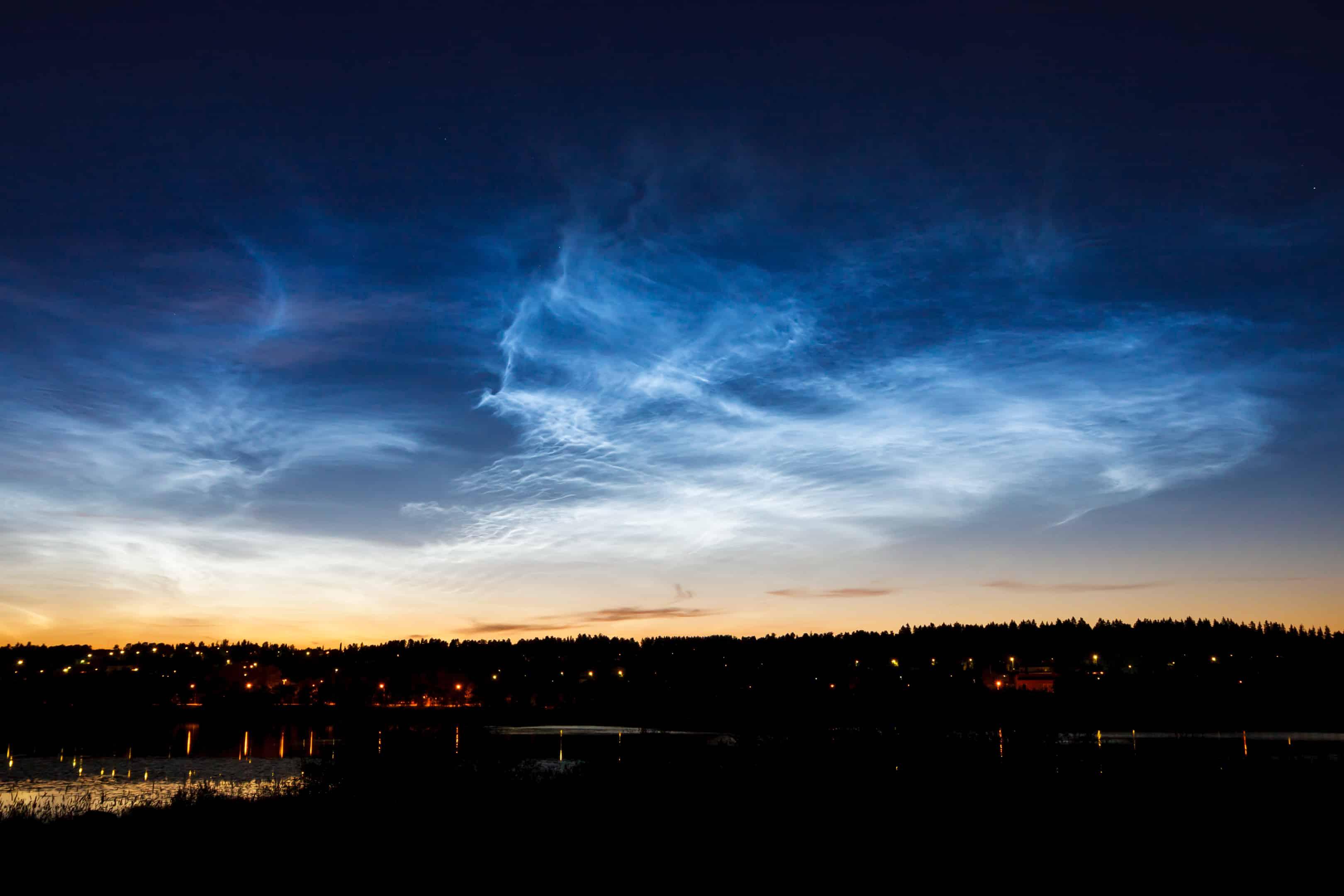 Leuchtende Wolken: Was hinter dem Phänomen Leuchtende Nachtwolken steckt 1