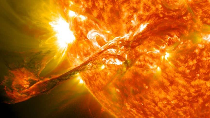 Ein gewaltiger Massenauswurf auf der Sonne im August 2012, der zu einem Sonnensturm führte, der später die Erde gestreift hat. Bild: NASA Goddard Space Flight Center (CC BY 2.0)