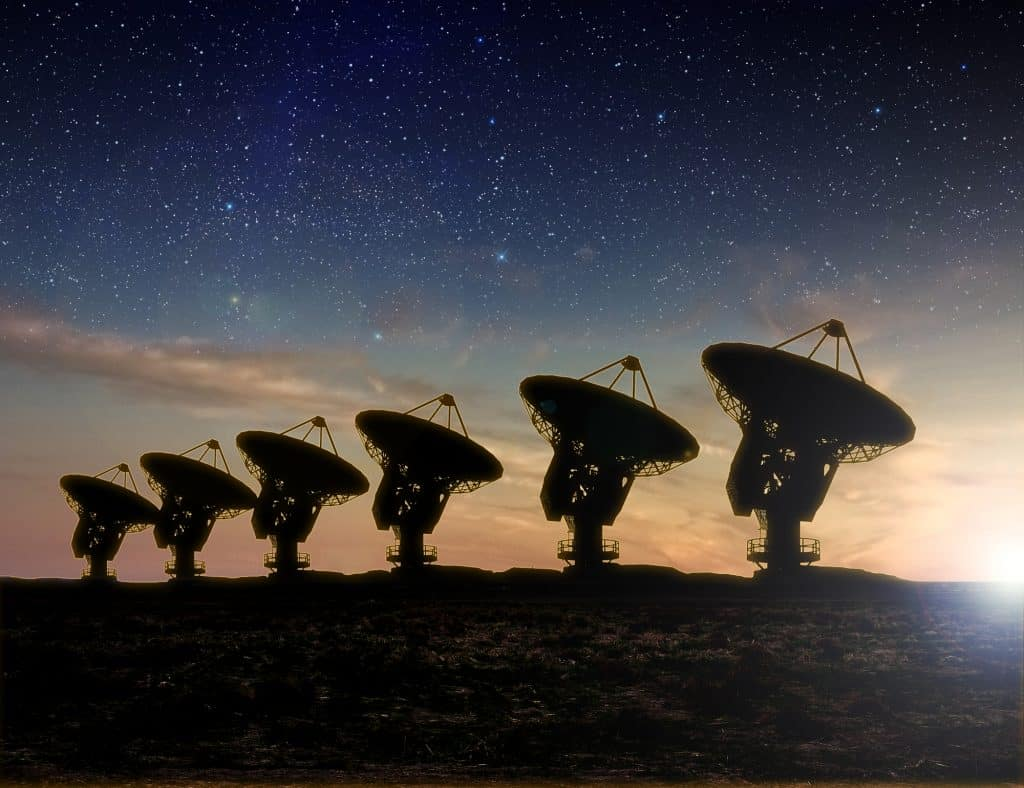 ALMA - Radioteleskop Ansicht bei Nacht