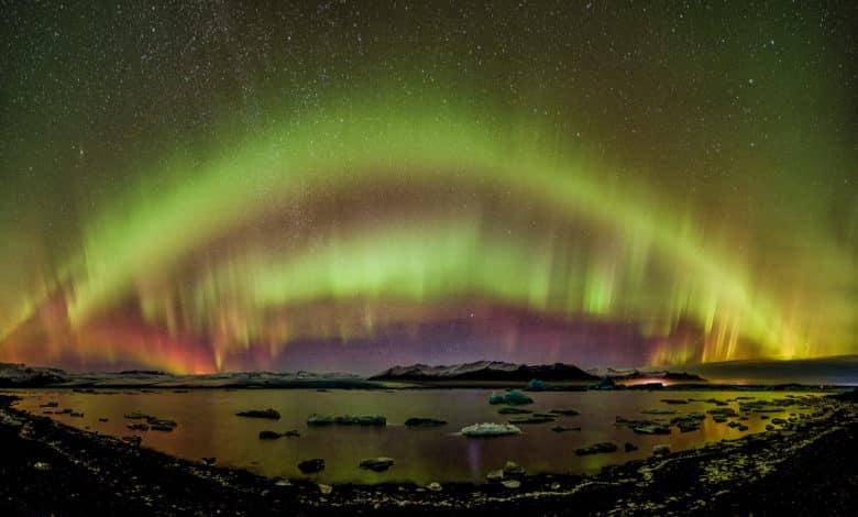 Nordlichter Polarlichter in der Lagune des Jokulsarlon Gletscherflusses